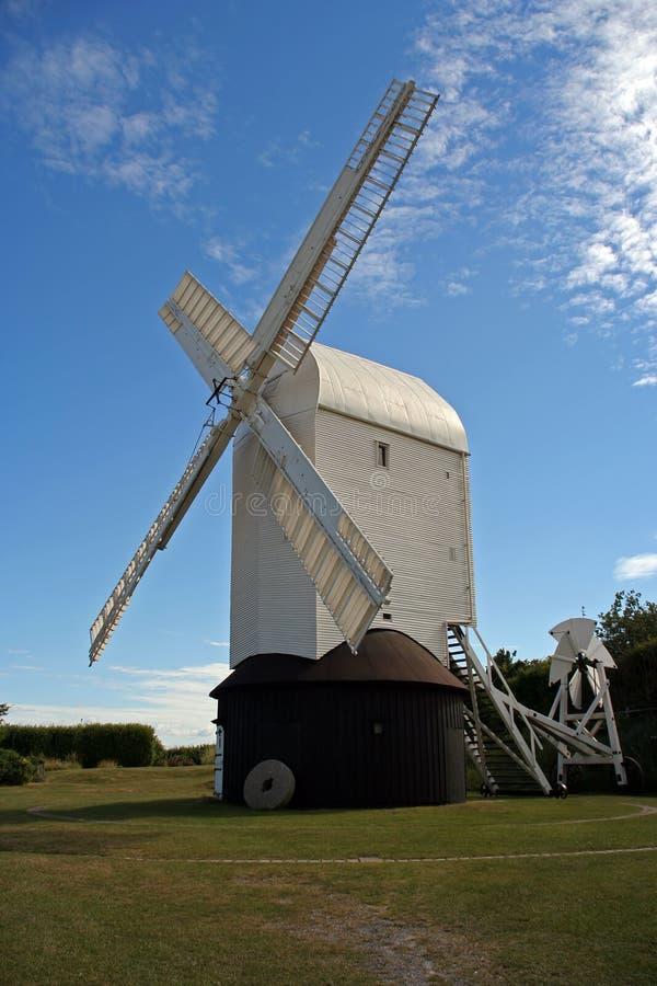 Molino de viento en Inglaterra. fotografía de archivo libre de regalías