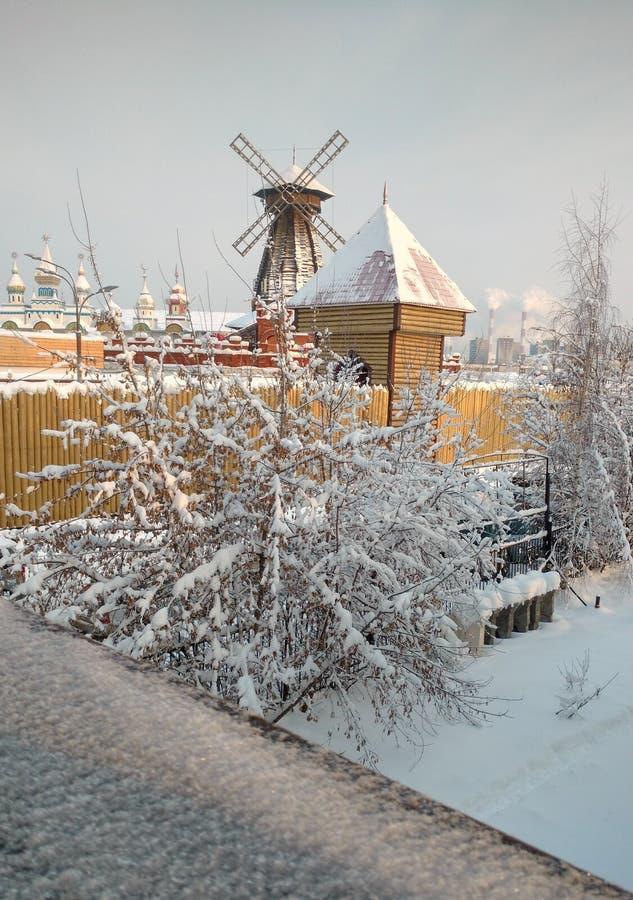 Molino de viento en Izmailovo moscú imagen de archivo libre de regalías