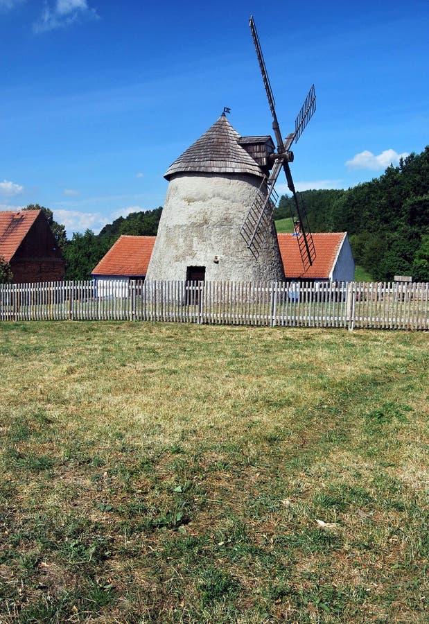 Download Molino De Viento En Kuzelov En Moravia Meridional Imagen de archivo - Imagen de checo, configuración: 44852795