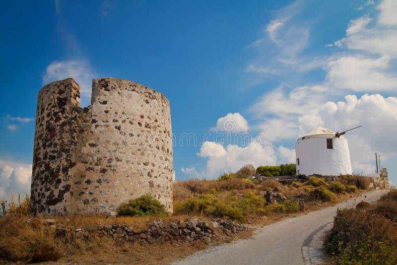 Molino de viento en la isla de los Milos fotos de archivo