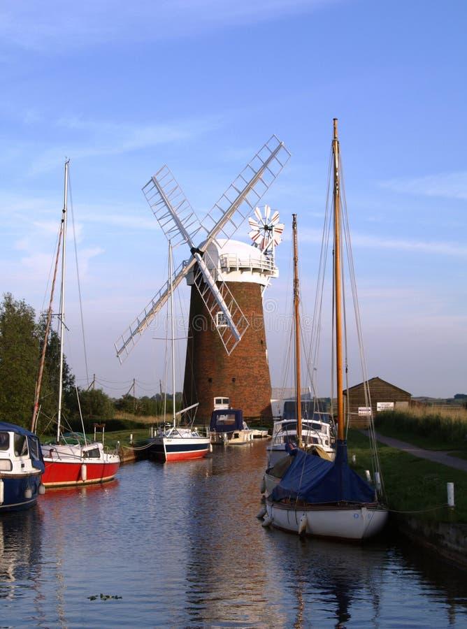 Molino de viento en la Norfolk Broads fotos de archivo libres de regalías