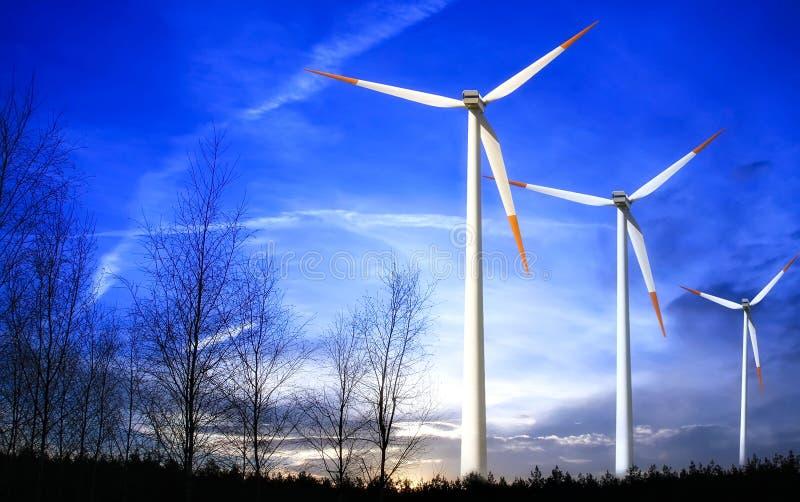 Molino de viento en la puesta del sol fotos de archivo libres de regalías