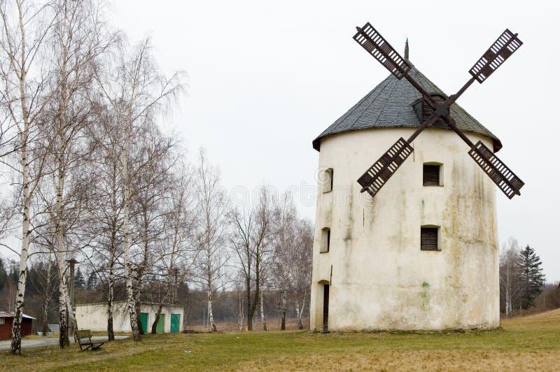 Molino de viento en Mesto Libava imagenes de archivo