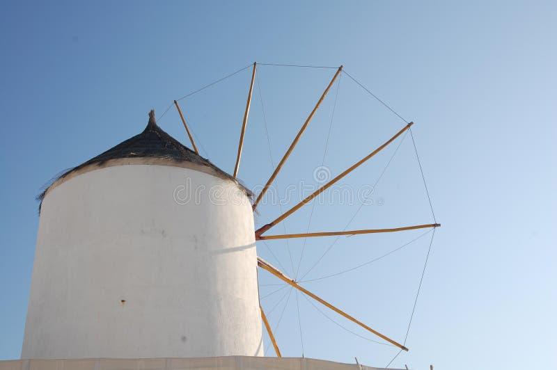 Molino de viento en Santorini foto de archivo libre de regalías