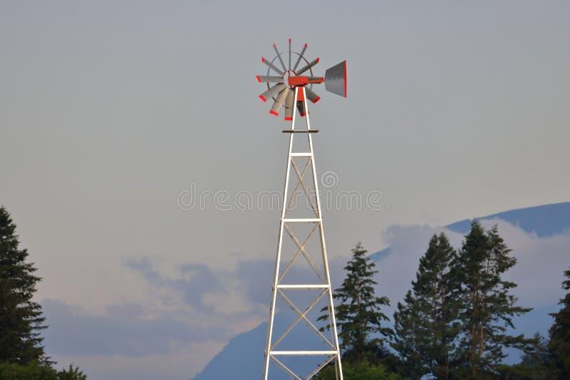 Molino de viento de giro lento foto de archivo libre de regalías