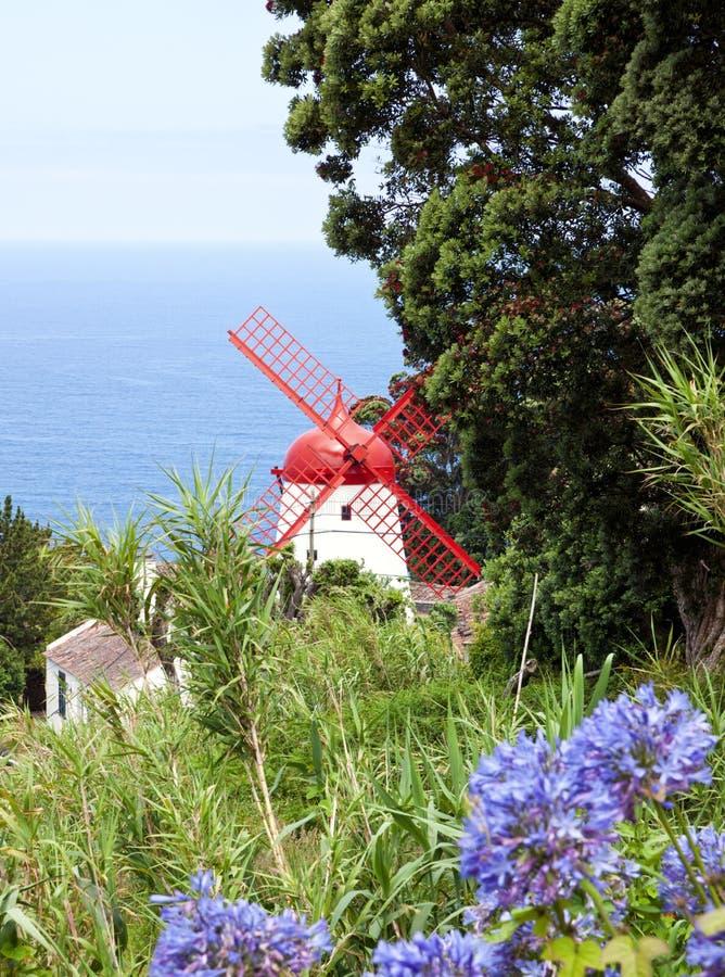 Molino de viento histórico, sao Miguel, Azores imagen de archivo