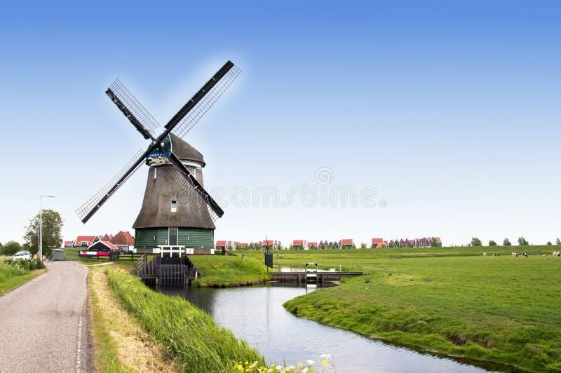 Molino de viento holandés fotografía de archivo