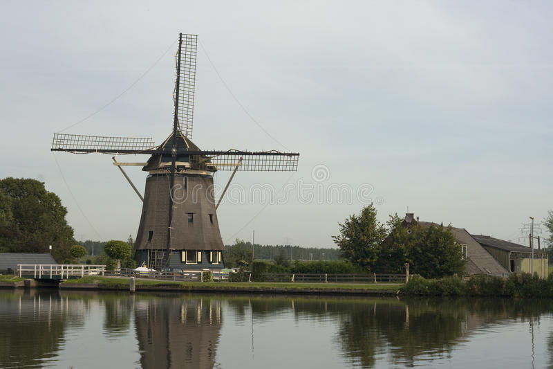 Download Molino De Viento Holandés Tradicional, Cerca De Amsterdam, Países Bajos Imagen de archivo - Imagen de configuración, netherlands: 41907599