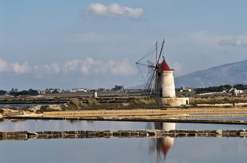 Molino de viento siciliano fotografía de archivo