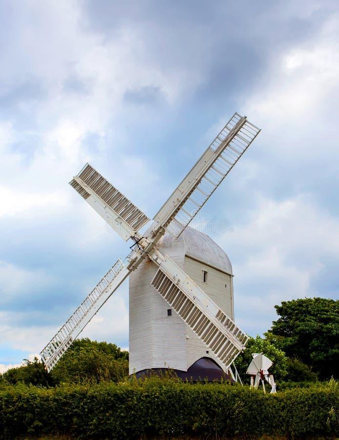 Molino de viento tradicional de madera foto de archivo