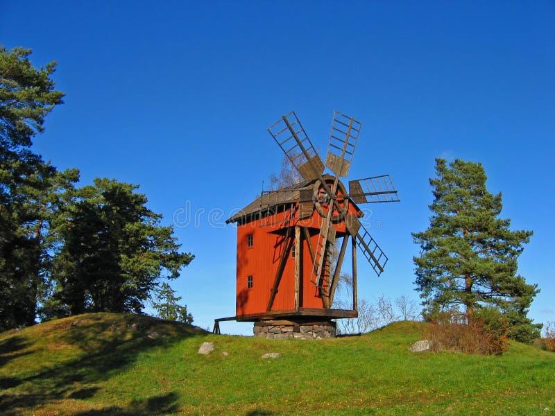 Molino de viento viejo fotografía de archivo