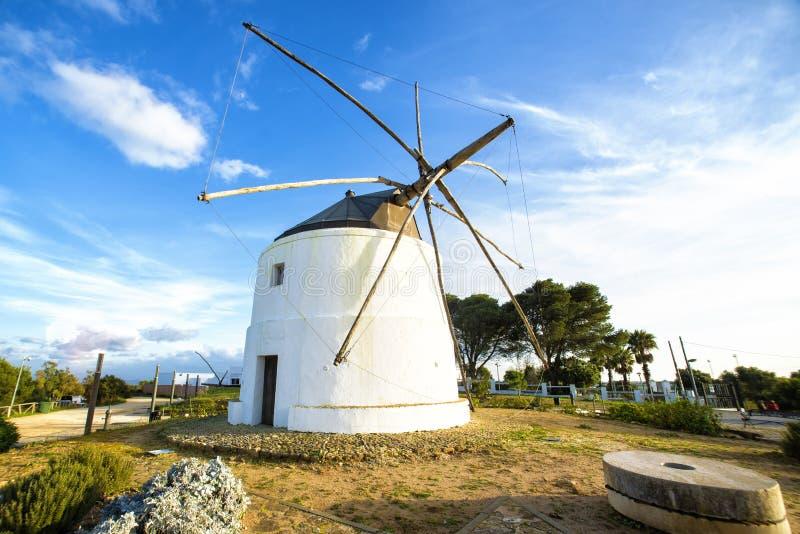 Molino de viento viejo en el la Frontera de Vejer de fotografía de archivo