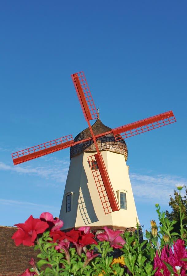 Molino de viento viejo en Solvang California fotos de archivo