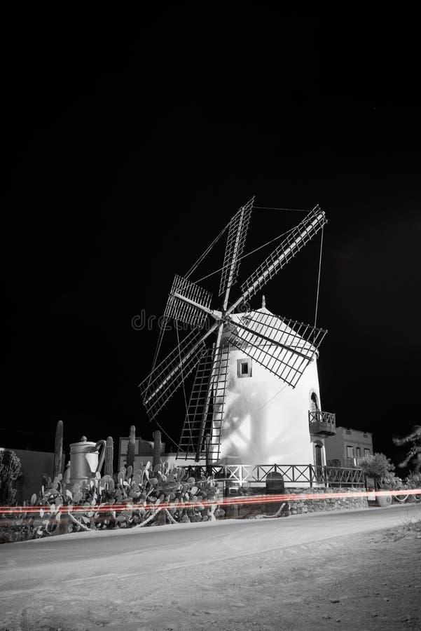 Molino de viento viejo, pueblo de Mogan, Gran Canaria, España fotos de archivo libres de regalías