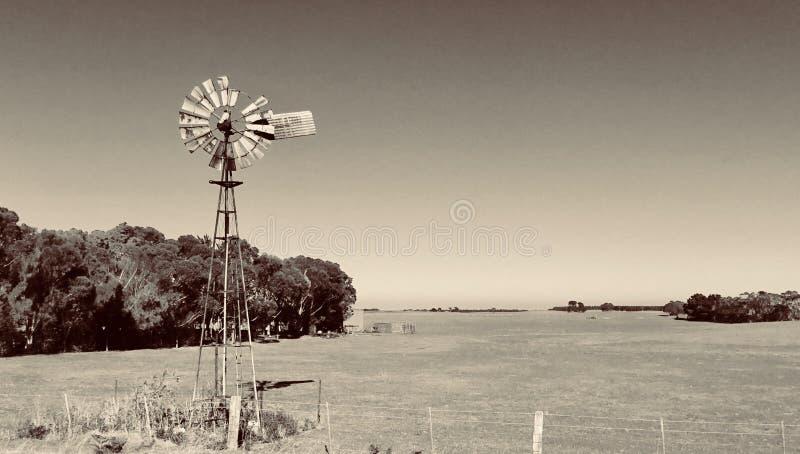 Molino de viento viejo Woodside, Victoria, Australia imagen de archivo