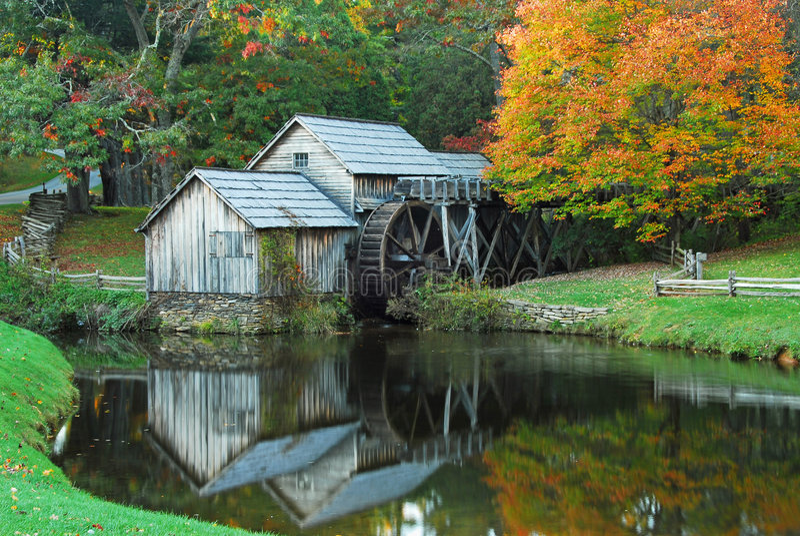 Molino del otoño fotos de archivo