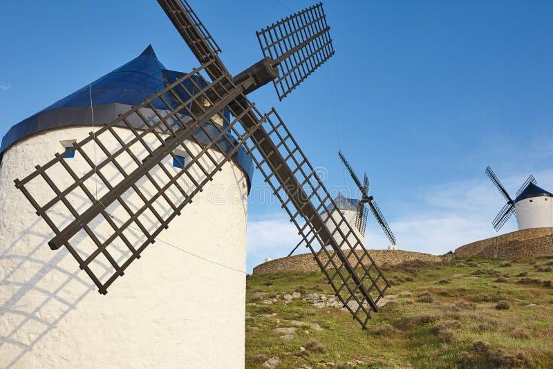 Molinoes de viento antiguos tradicionales en España toledo foto de archivo libre de regalías