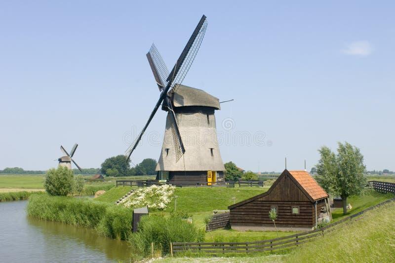 Molinoes de viento del holandés doble fotografía de archivo libre de regalías