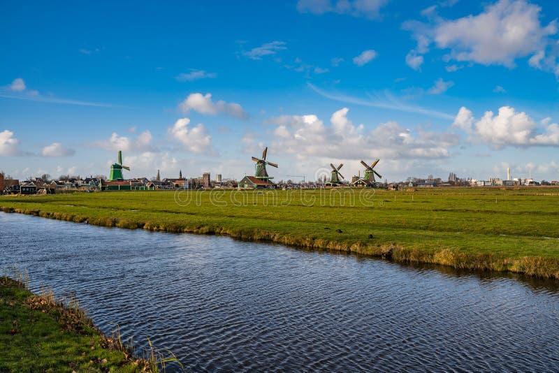 Molinoes de viento en el Netherland imagenes de archivo