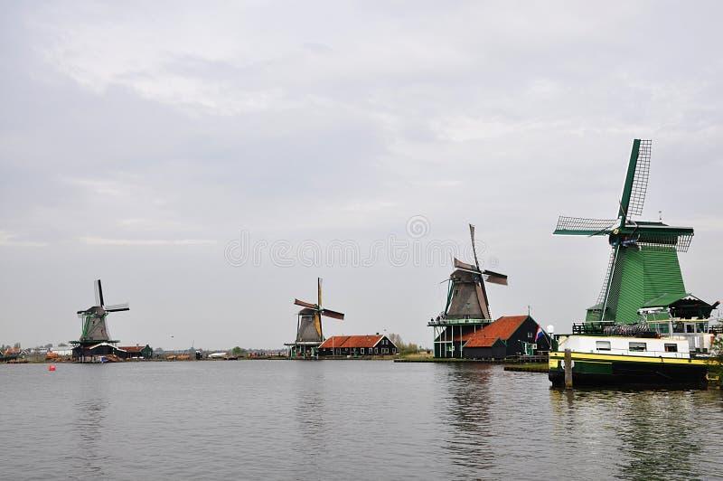 Molinoes de viento en Holanda foto de archivo libre de regalías