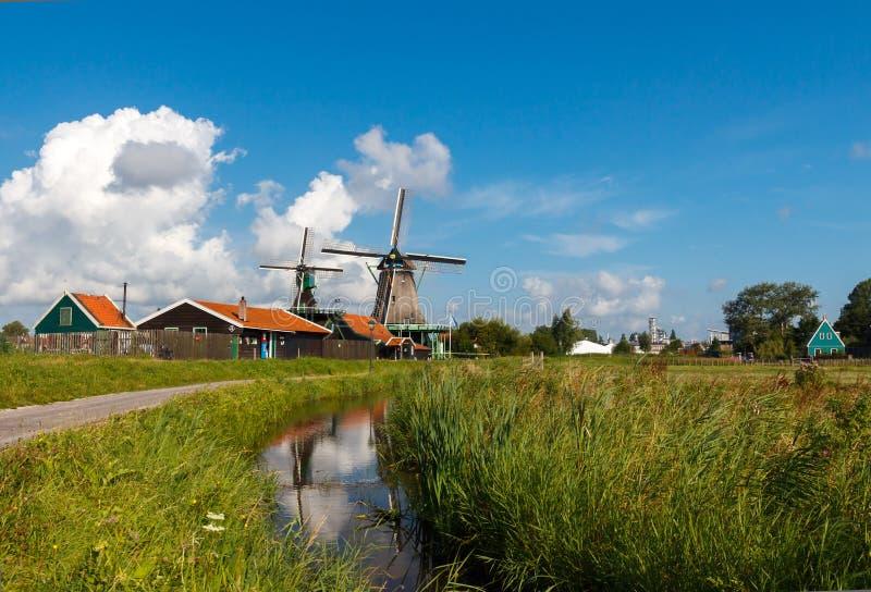 Molinoes de viento en Holanda imagen de archivo libre de regalías