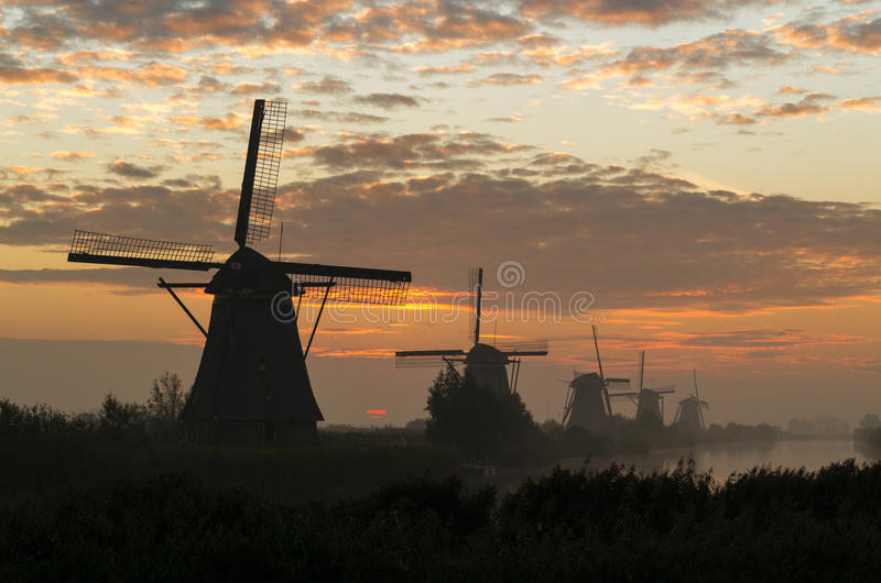 Molinoes de viento en Kinderdijk foto de archivo