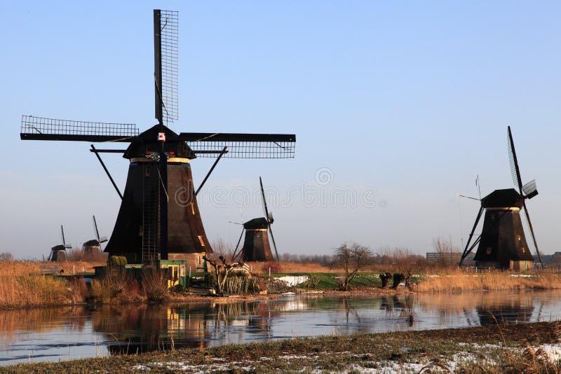 Molinoes de viento en Kinderdijk en Holanda 2 imágenes de archivo libres de regalías