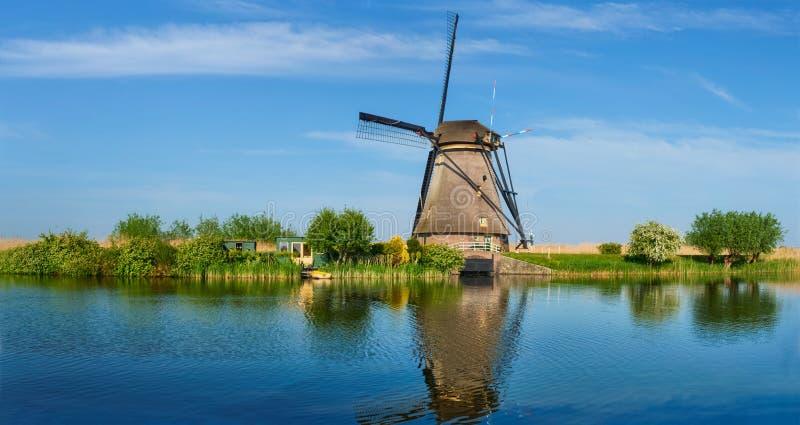 Molinoes de viento en Kinderdijk en Holanda netherlands fotos de archivo libres de regalías