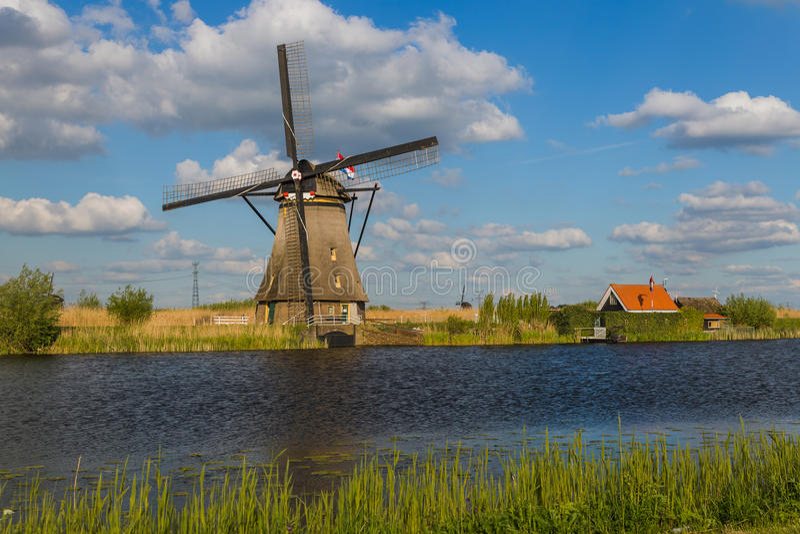 Molinoes de viento en Kinderdijk - Países Bajos imagenes de archivo
