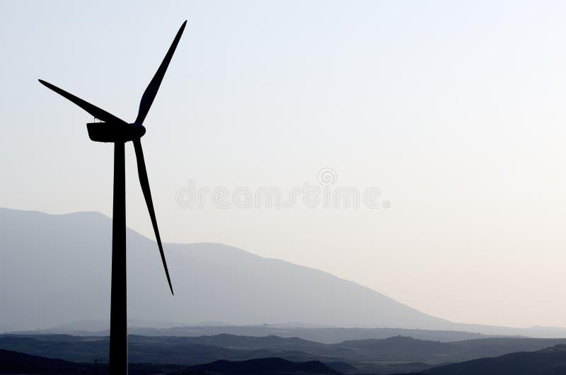 Molinoes de viento en la salida del sol foto de archivo