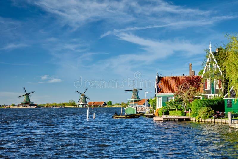 Molinoes de viento en Zaanse Schans en Holanda Zaandam, Países Bajos foto de archivo libre de regalías