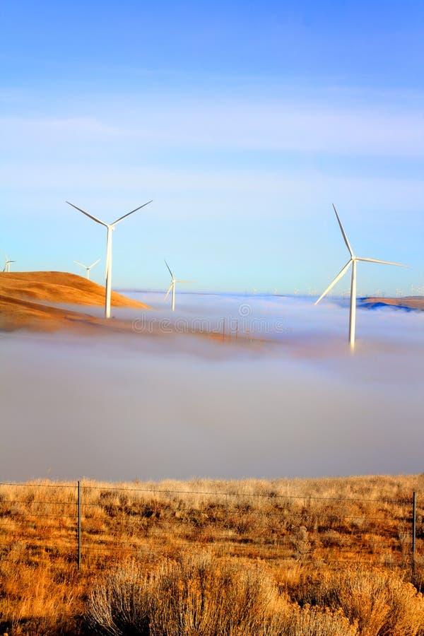 Molinoes de viento sobre las nubes foto de archivo libre de regalías