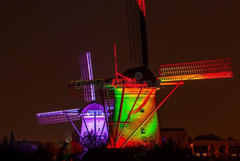 Molinoes de viento viejos en Kinderdijk, Países Bajos imagen de archivo libre de regalías
