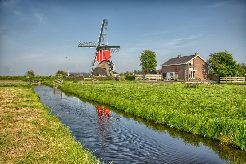 Molinoes de viento y canal del agua en Kinderdijk, Holanda o Países Bajos Sitio del patrimonio mundial de la UNESCO europa HDR fotos de archivo libres de regalías