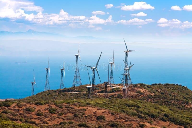 Molinos de viento de Tarifa con el cielo imagen de archivo