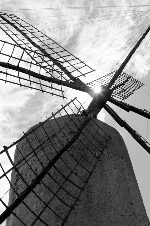 Molinos de viento del molino de viento de Balearic Island España imagenes de archivo