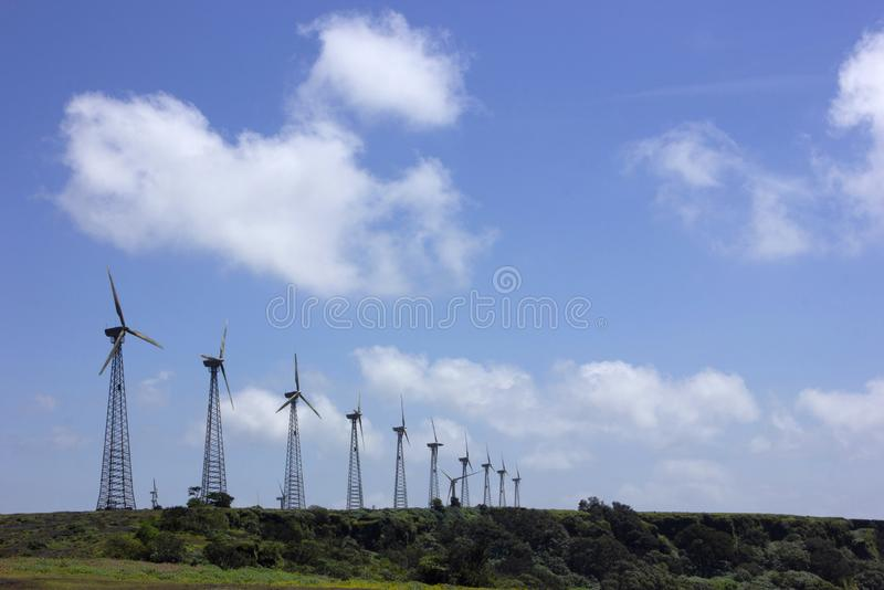 Molinos de viento en Chalkewadi Satara, maharashtra, la India imágenes de archivo libres de regalías