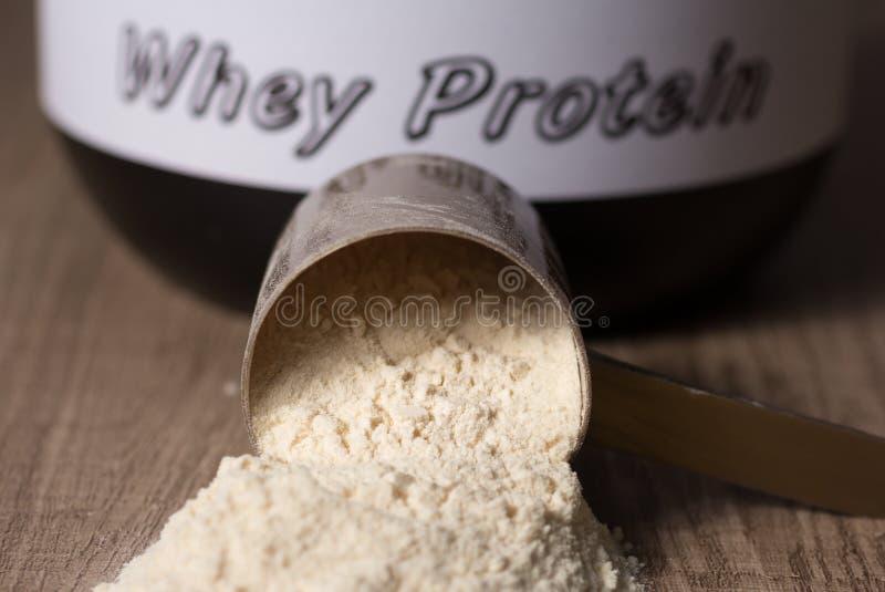 Molkeprotein Fallengelassene Schaufel mit Vanillepulveraroma hölzern stockfotos
