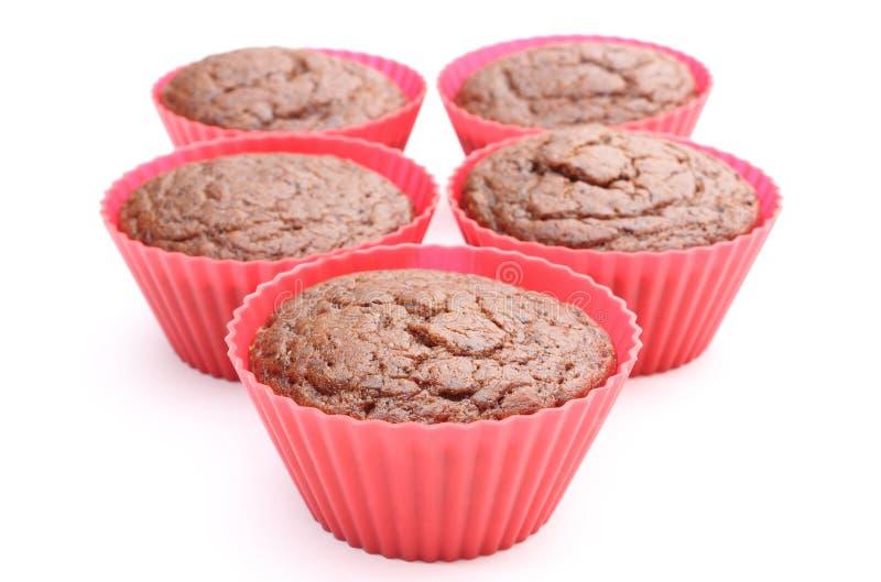 Mollete cocido fresco del chocolate en tazas rojas del silicón imágenes de archivo libres de regalías