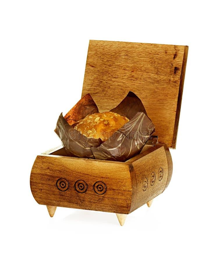 Mollete en una caja de madera aislada en blanco fotos de archivo
