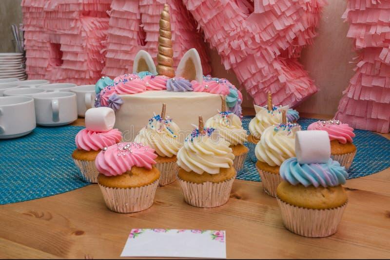 Molletes deliciosos con crema, tortas hechas en casa fotos de archivo libres de regalías