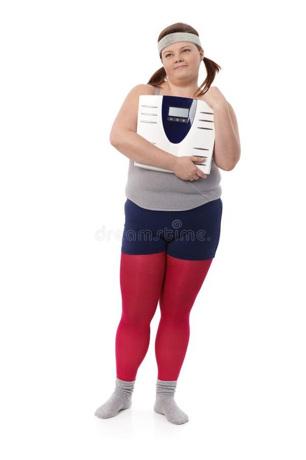 Mollige vrouw met schaal stock afbeelding