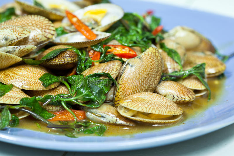 Molluschi fritti con il peperoncino rosso immagini stock libere da diritti