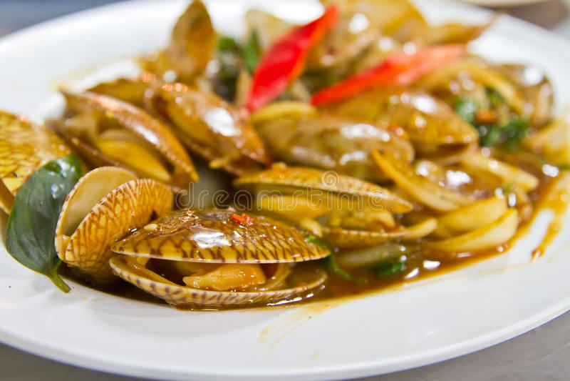 Molluschi fritti sul piatto immagine stock