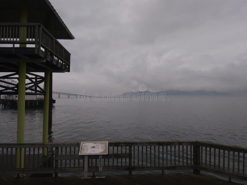 Moln över Grey Water fotografering för bildbyråer