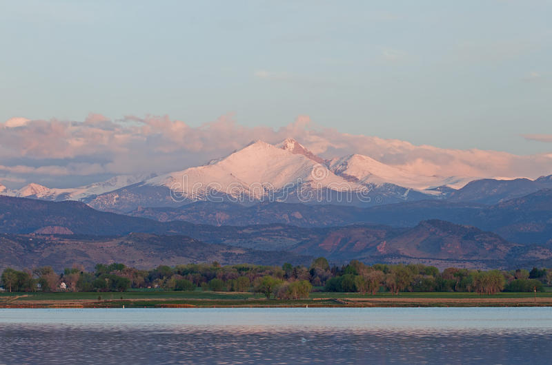 Moln över långa maximala Colorado royaltyfri foto