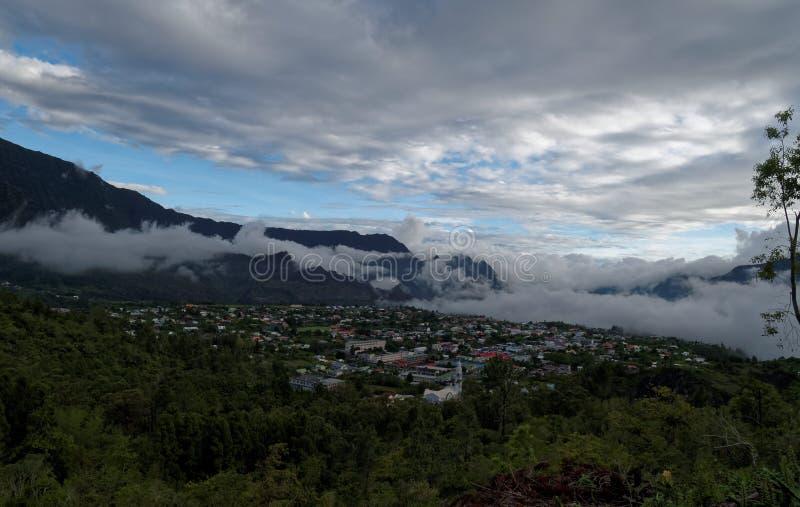 Moln för himmel för Cilaos réunionberg arkivfoton