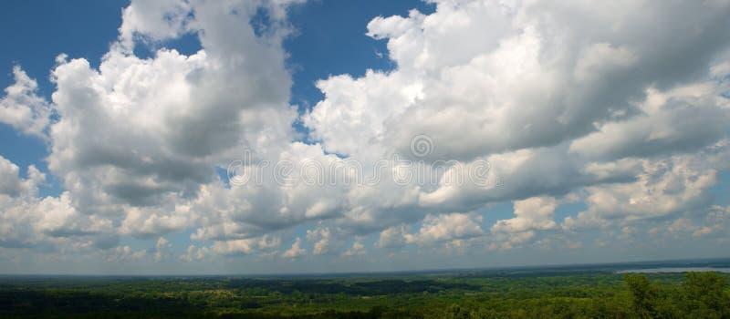 Moln himmel, panorama som är panorama-, baner royaltyfria foton