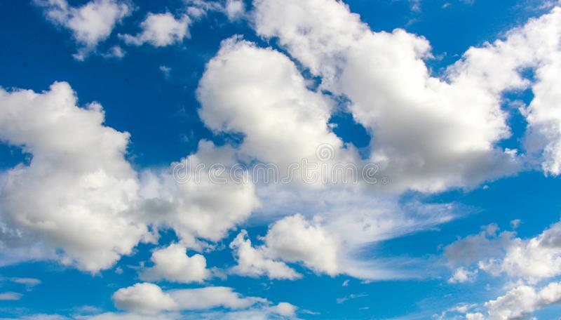 Moln i skyen royaltyfri fotografi