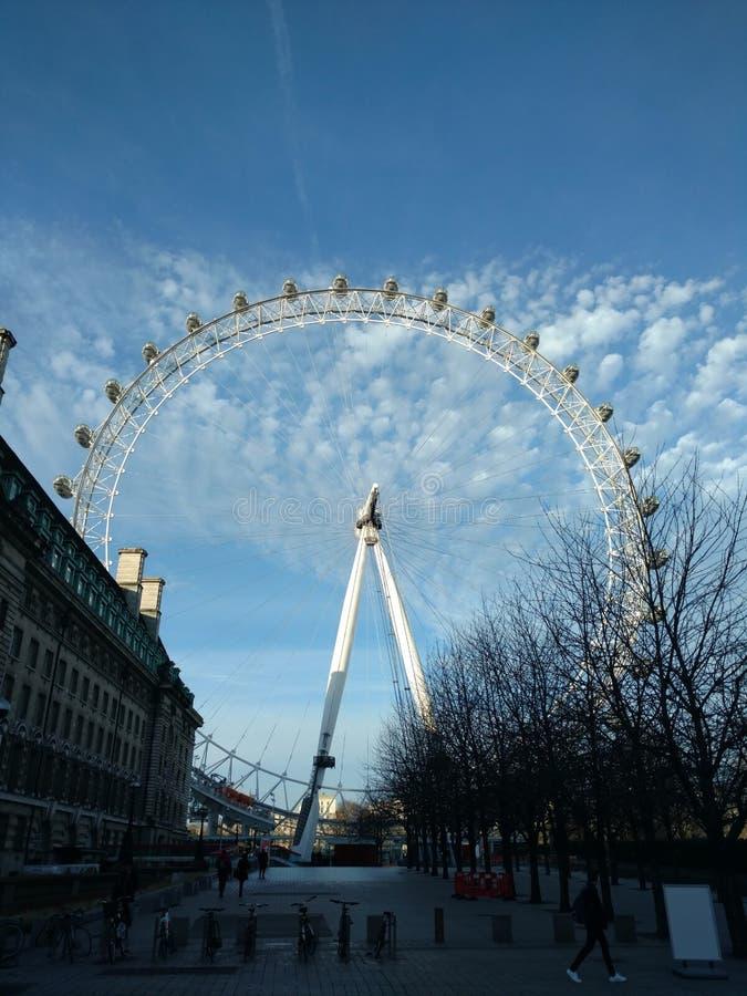 Moln och London öga arkivfoton